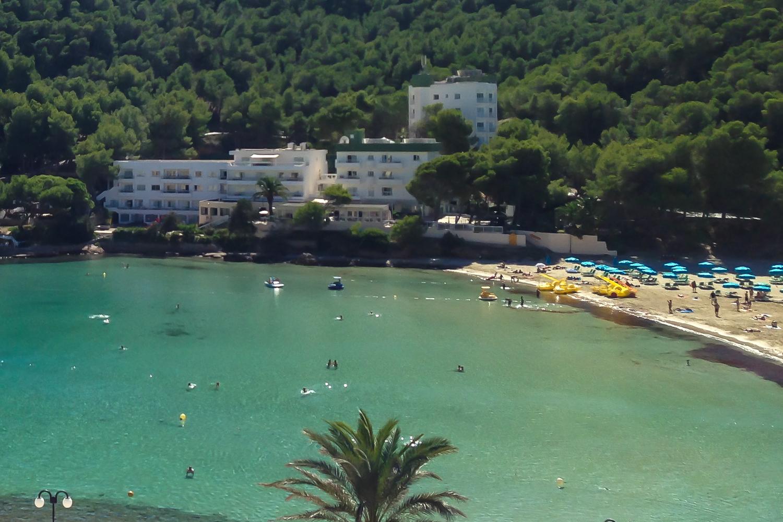 El pinar aparthotel cala llonga ibiza ibiza spotlight - Hotel el puerto ibiza town ...