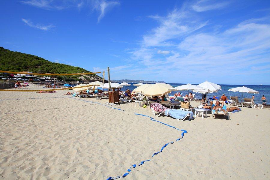 Es Cavallet beach, Ibiza Airport, Spain - Ultimate guide