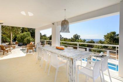 4 top villas to escape to near beaches